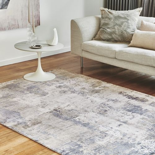 světle šedý kusový koberec žíhaný
