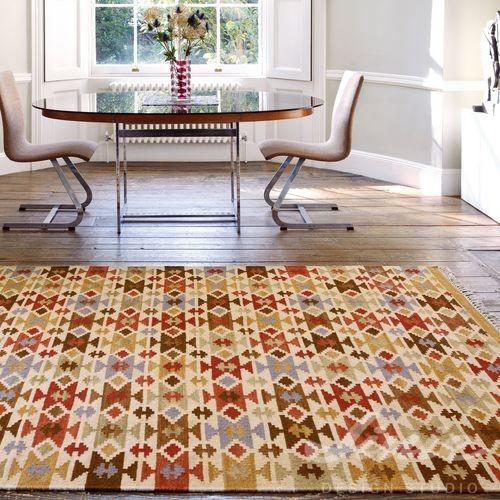 béžový koberec s boho indiánským vzorem