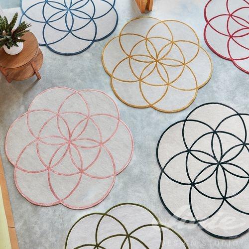 Kusový koberec květ