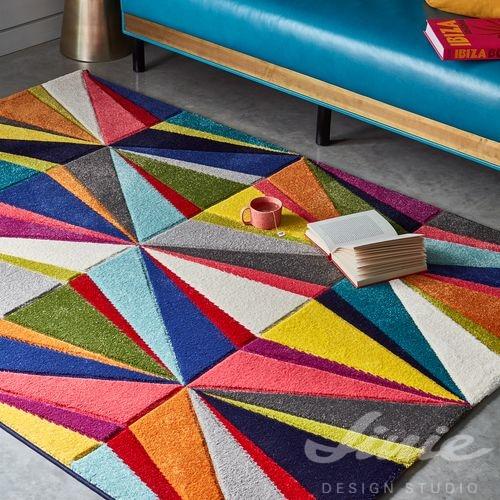 barevný kusový koberec do dětského pokoje