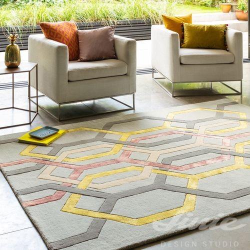 kusový koberec s geometickým vzorem šedá žlutá růžová