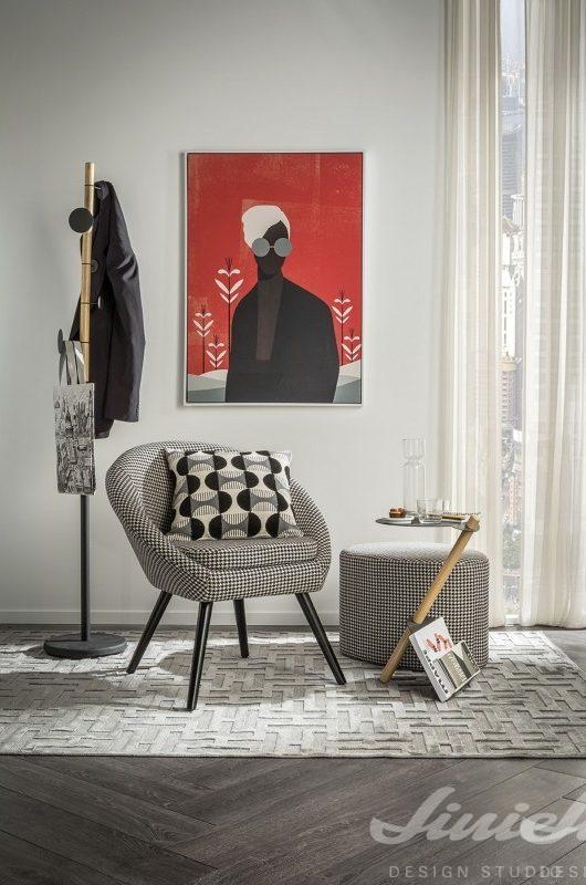 černobílé křeslo a obrazy L'ocaNera, urban style loft