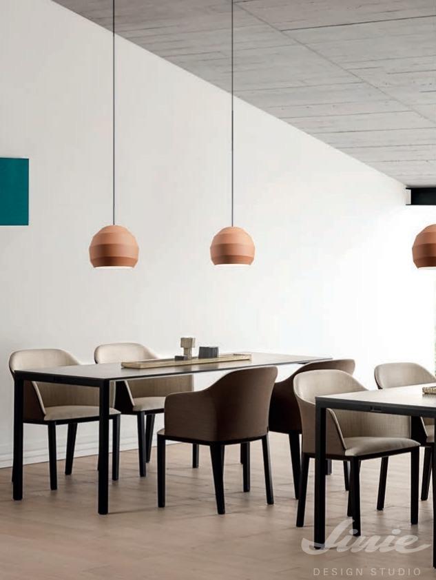 redo designové barevné závěsné světlo nad jídelní stůl
