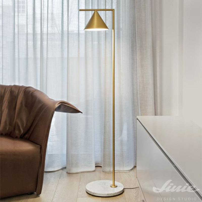 stojací lampa ke čtení captain flint floor anastassiades flos zlatá