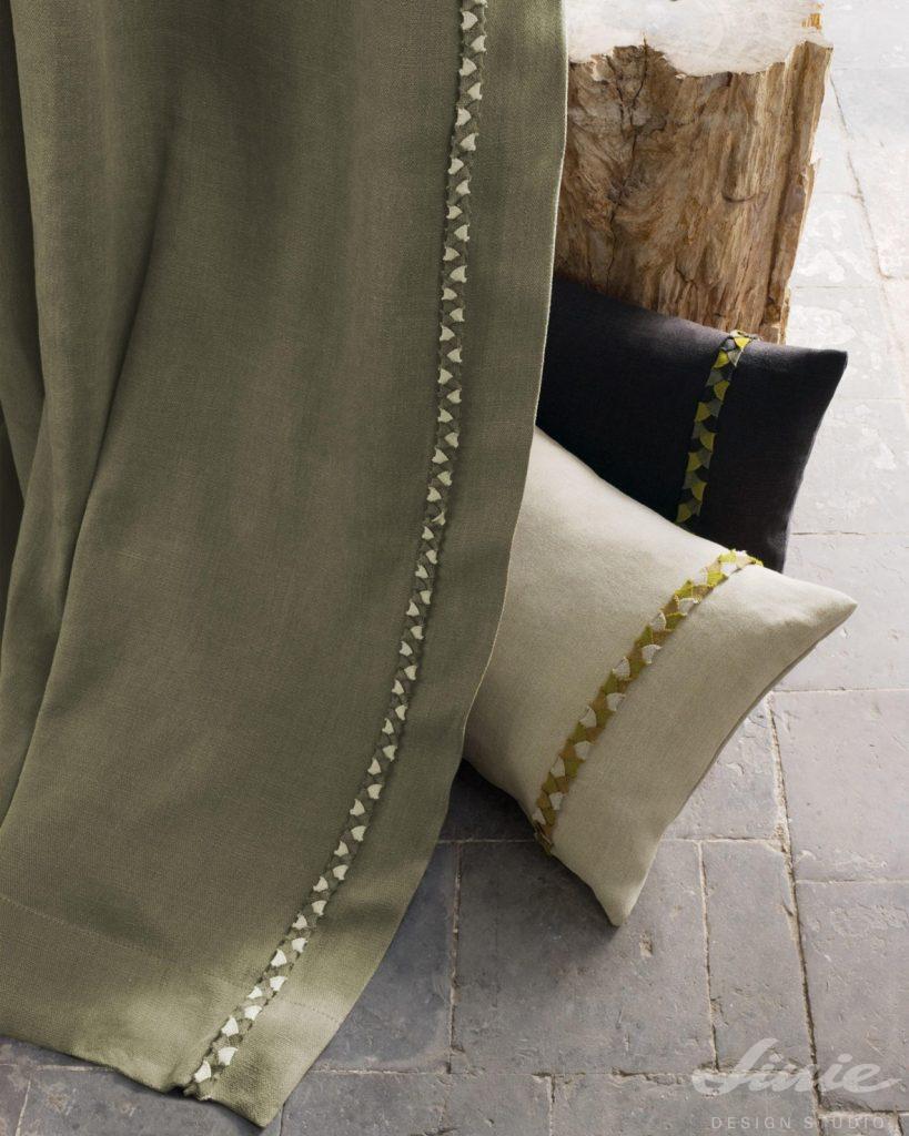 přírodní závěs ze lnu a polštářky v přírodních barvách casamance cote lin