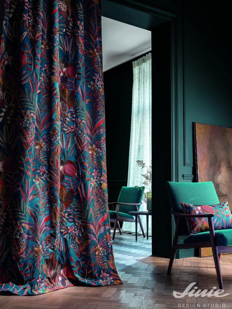 luxusní tmavé závěsy se vzorem casamance cybele