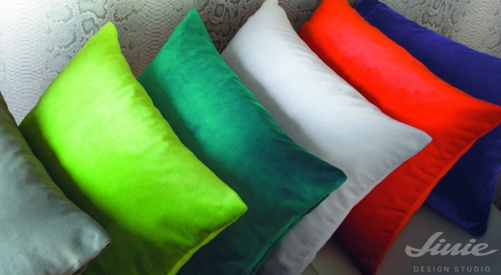 barevné sametové polštáře casamance tribeca