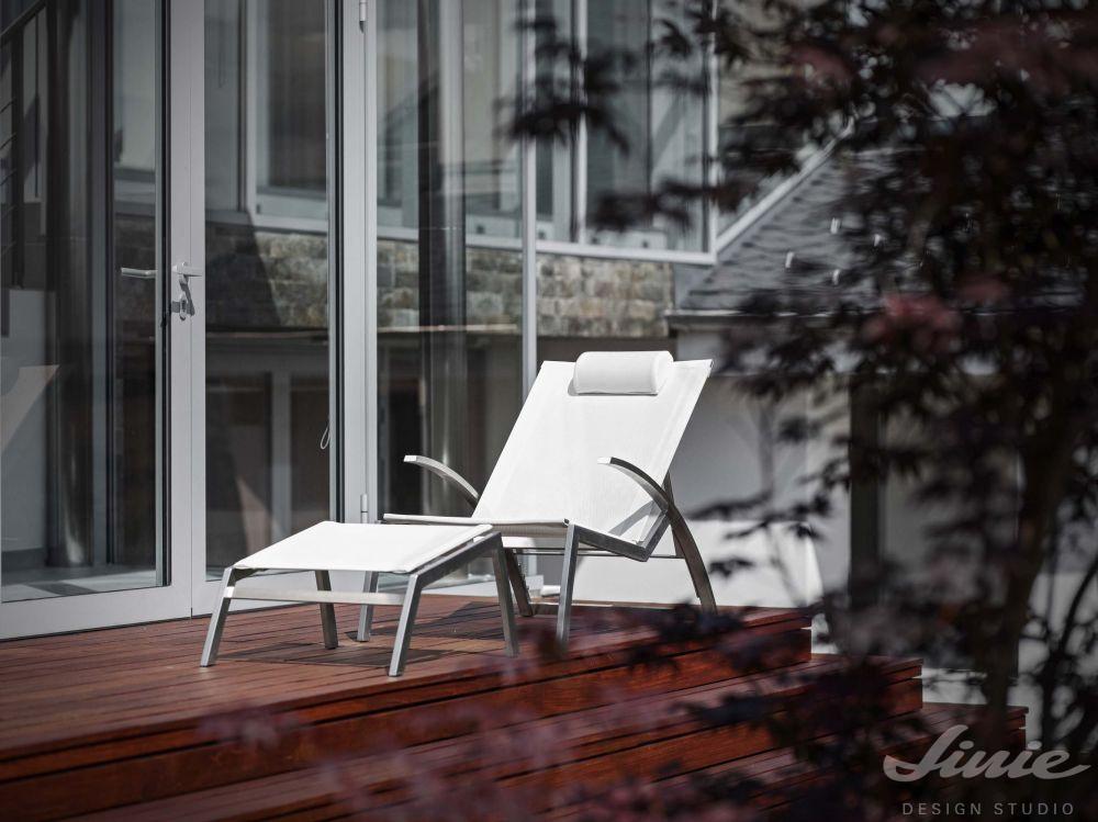 designové zahradní lehátko bílé