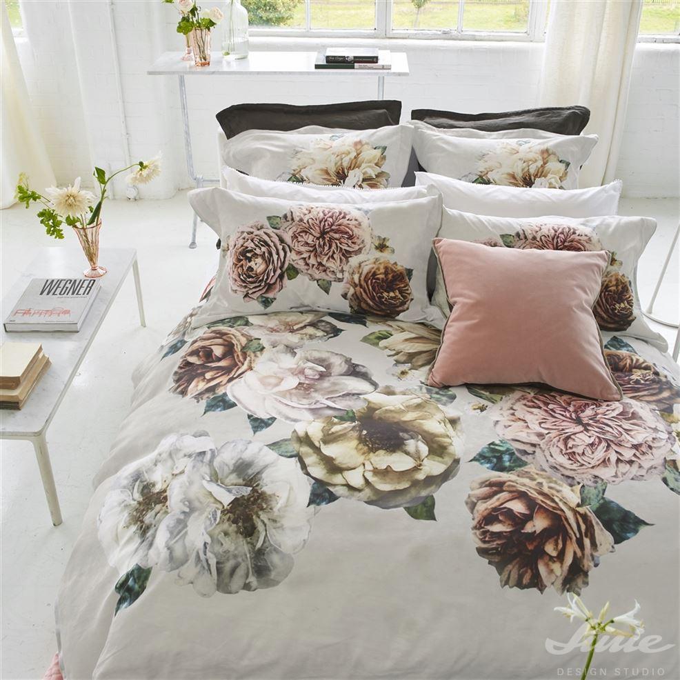 Luxusní designové květované povlečení na postel designers guild